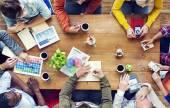 Multi-etnisch ontwerpers brainstormen — Stockfoto