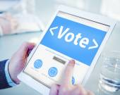 Man holding tablet with Online Vote — Stock Photo
