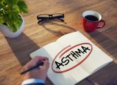 Hand and Single Word Asthma — Stock Photo