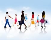 Menschen mit Taschen während Shopping — Stockfoto