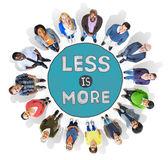 Diversas pessoas e menos é mais conceito — Fotografia Stock