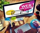 Am Computer mit Webdesign arbeitender Mann — Stockfoto