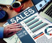 Επιχειρηματίας που εργάζεται με τις πωλήσεις — Φωτογραφία Αρχείου