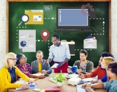 People discussing about Technology — Stock Photo