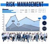 Diversas personas y gestión del riesgo — Foto de Stock