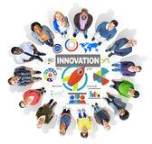 Gruppo di persone e creatività concetto di innovazione — Foto Stock