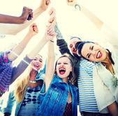 Amicizia e concetto di insieme — Foto Stock