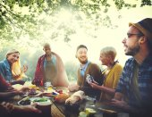 Friends Dining Outdoors, Friendship Concept — Stock Photo