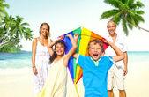 Família na praia, conceito de verão — Fotografia Stock