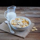 Jarro de cereais e leite — Fotografia Stock