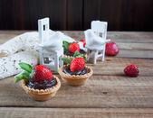 Strawberry tarts on the wooden table — Stockfoto