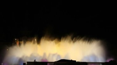 Magic fountain Barcelona at night color yellow — Stok video