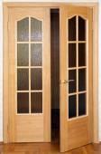 Door, the door covered with oak veneer — Stockfoto