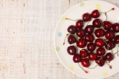 Fresh red cherries in a bowl — Stock Photo