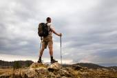 Backpacker looking at the sky — Foto de Stock