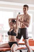 Trening z trenerem osobistym — Zdjęcie stockowe