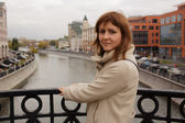 Woman tourist standing on the bridge in Moscow Russia — Stock Photo
