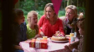 Family celebrating birthday — Stock Video