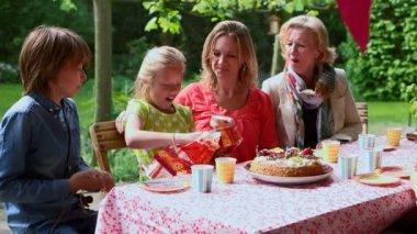 Girl unwrapping birthday gift — Stock Video