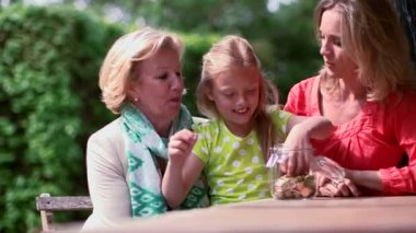Girl filling coin jar — Stockvideo