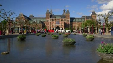Rijksmuseum (National Museum) and 'I amsterdam' logo — Stock Video