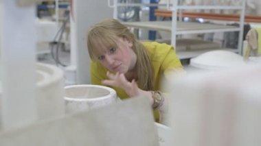 Ceramic checking mold — Stock Video