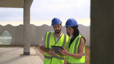 Man and woman with digital tablet — Stock Video