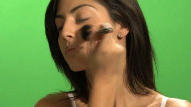 Woman applying blusher — Stock Video