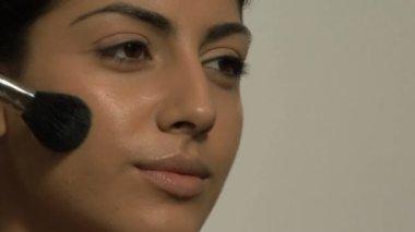 Woman applying brusher — Stock Video