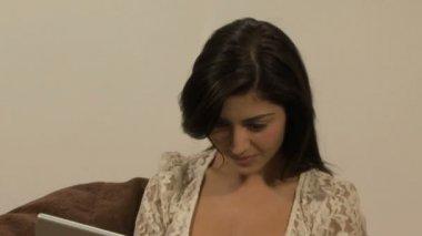 Laptop tezahürat kadın — Stok video