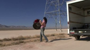 Female lifting drum out of a van — Stock Video