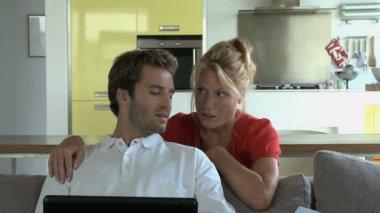 Couple cherche à finances — Vidéo