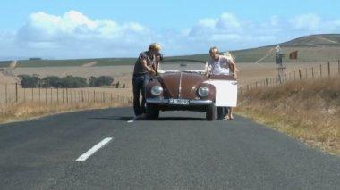 Friends pushing a car — Stock Video