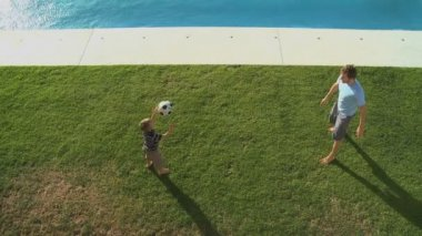 Father and son playing football — Vídeo de stock