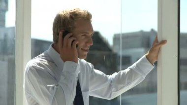 Businessman using cell phone — Stock Video