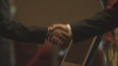 Businesspeople shaking hands — Stock Video