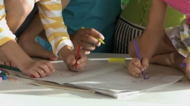 Parents drawing with children — Stock Video