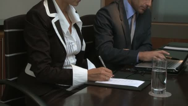 Businesspeople working in conference room — Vidéo