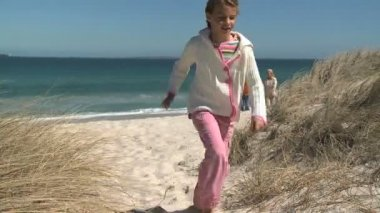 Granddaughter running on the beach — Stock Video