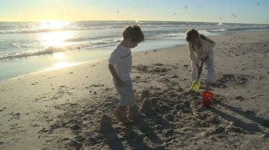 Children making sandcastles — Stock Video