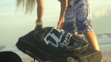Woman putting rucksack on — Stock Video