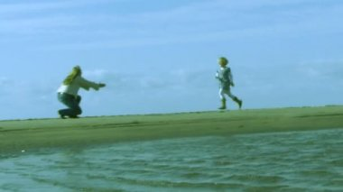 Daughter running on the beach — Stock Video