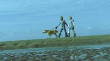 Boy and Girl walking — ストックビデオ