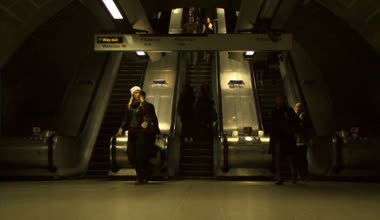Commuters at Canary Wharf Station — Stock Video