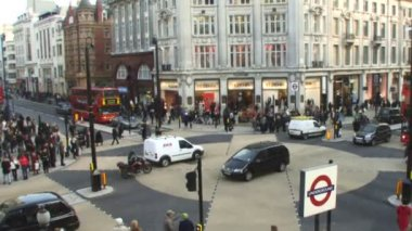 Traffic crossing Oxford Circus — Stock Video