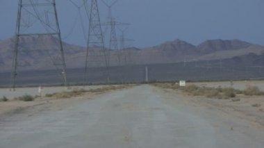 Isolated road in desert — ストックビデオ