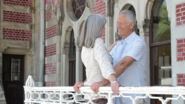 Senior couple on balcony — Stock Video
