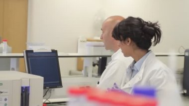 Scientist looking at liquid — Stock Video