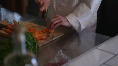 Chef chopping vegetables — Stock Video