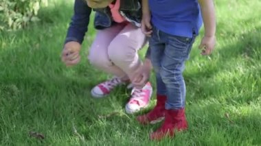 Two girls picking up eggs — Vídeo de Stock